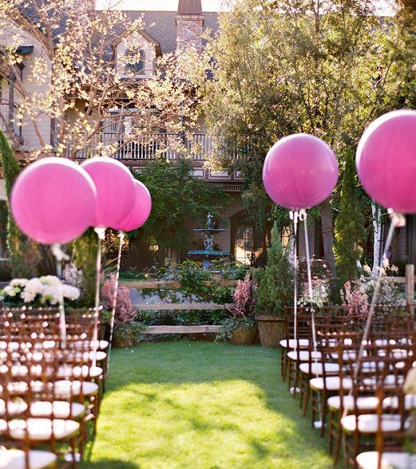 Decoración con globos para bodas con mucho estilo y color