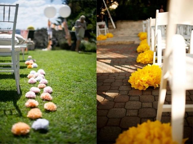 Camino altar con flores de papel para
