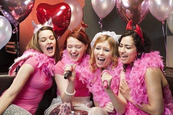 Ideas geniales para despedidas de soltera, karaoke