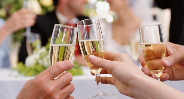 ¿Cómo escoger los mejores vinos para una boda?