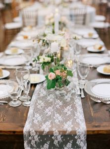 Camino mesa encaje boda