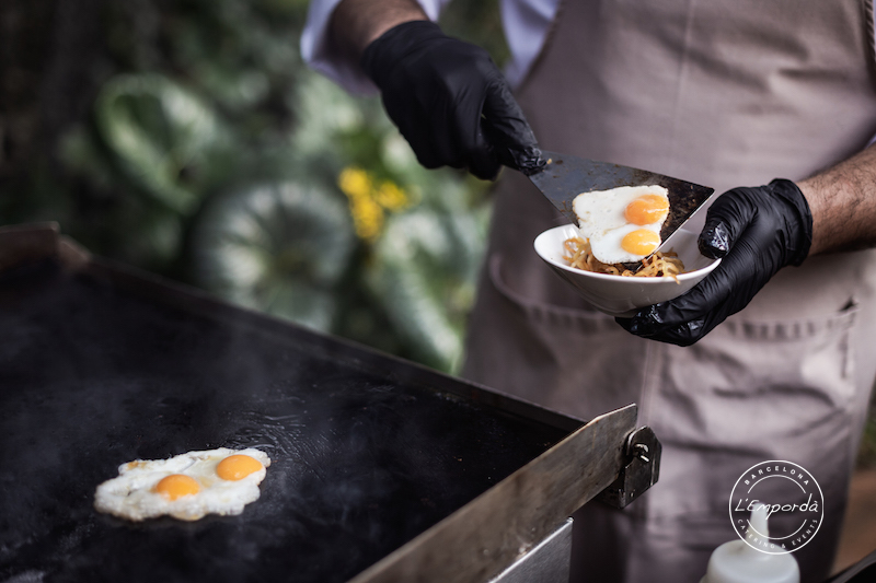 Catering in Barcelona fried eggs