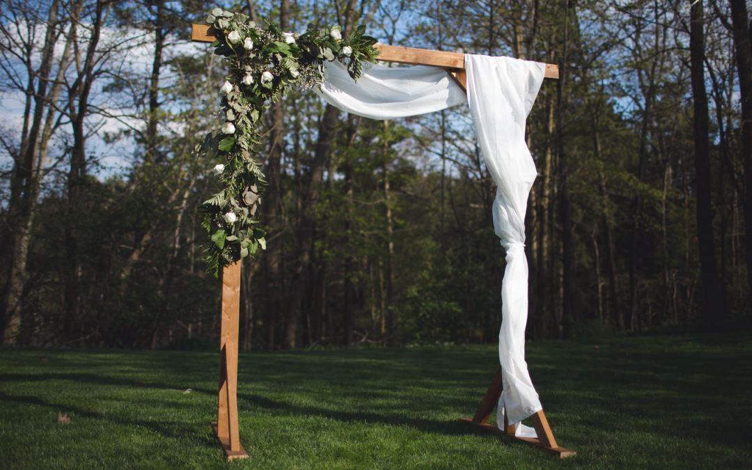 Cómo hacer un altar de madera DIY para una boda