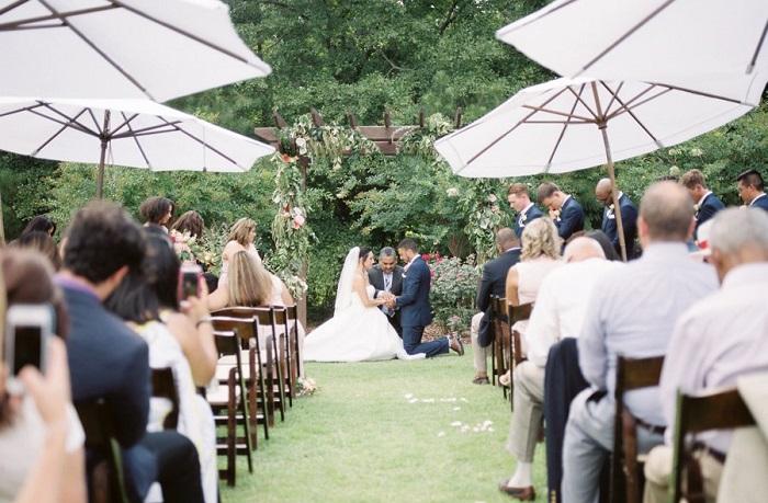 Parasoles boda jardín