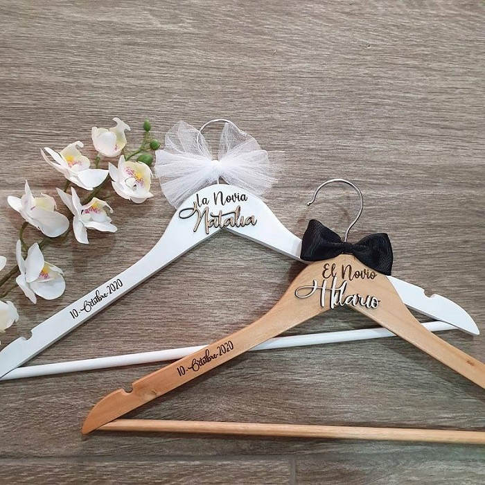 Perchas personalizadas para bodas