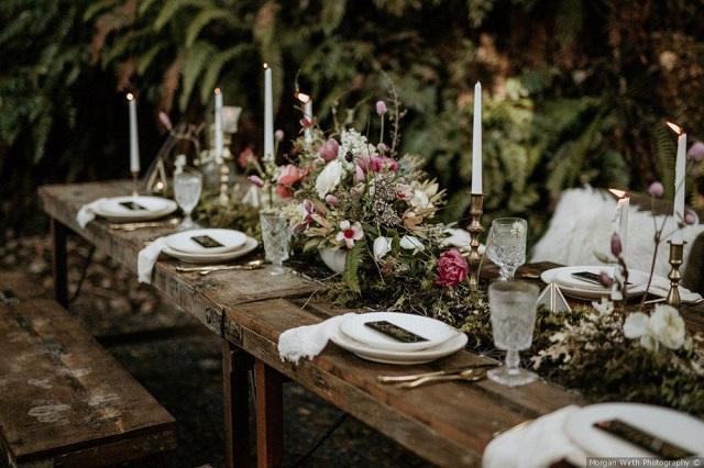 Decoración mesa de boda boho chic de madera