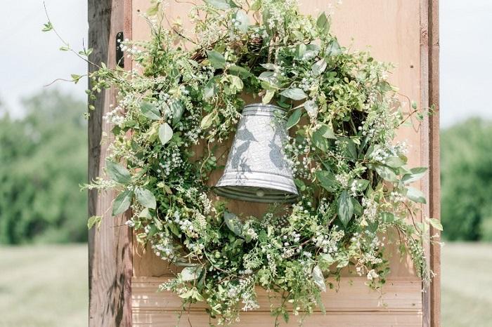 Adorno de boda, corona de plantas y flores