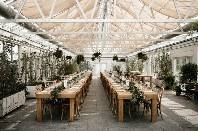 Mesa de boda sin mantel