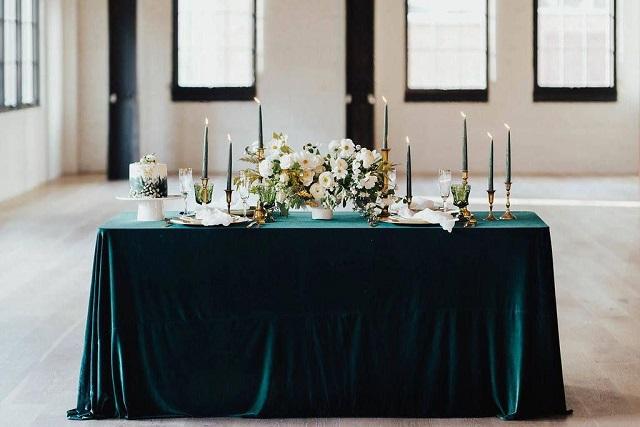 Mantel de terciopelo para mesa de boda